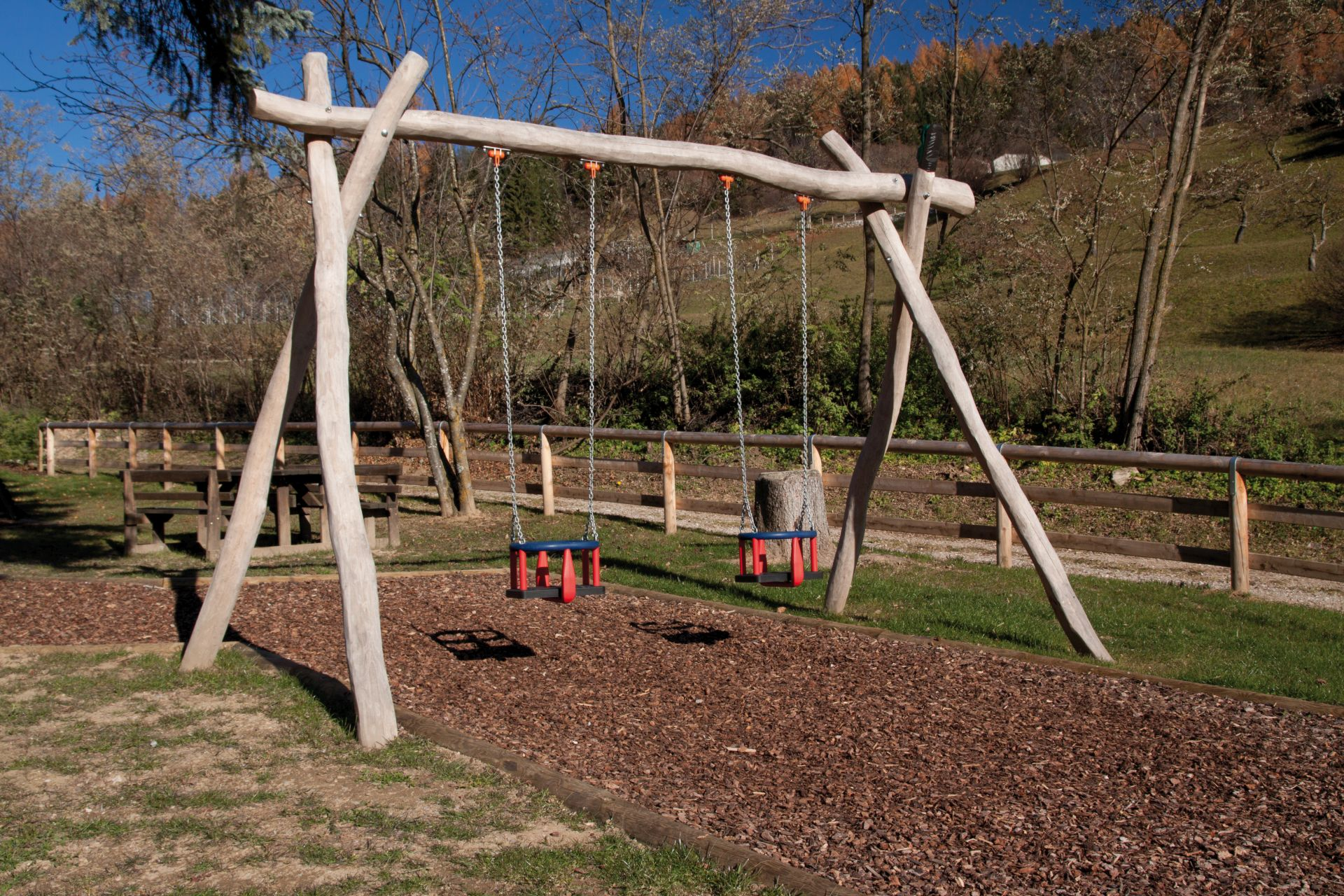 Holzhof COUNTRY (FACILITIES IN ROBINIA WOOD) Swing in robinia with 2 palm shape seats, posts for surface