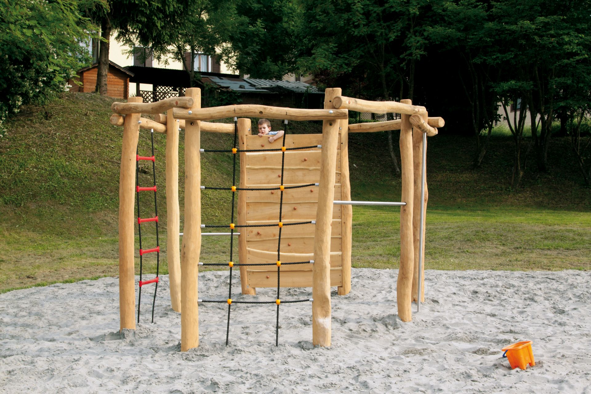 Holzhof COUNTRY (FACILITIES IN ROBINIA WOOD) Octagonal climbing system in robinia, underground